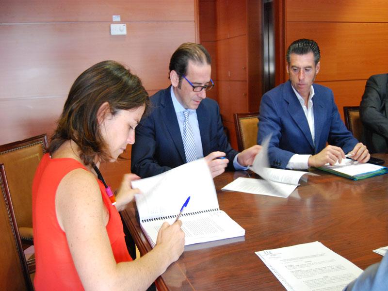 El Ayuntamiento, Alcampo y el Centro Comercial Espacio Torrelodones firman un convenio para la construcción del paso inferior bajo la A-6