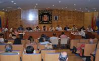 El Pleno aprueba invertir 864.000 € en mejorar las aceras del municipio, prevención de incendios e infraestructuras deportivas